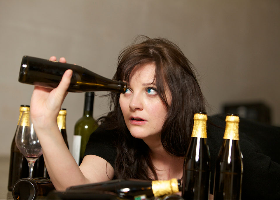 12 Dangers of Alcohol For Women If Consumed Routinely